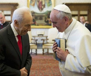 pope francis-shimon peres320x265