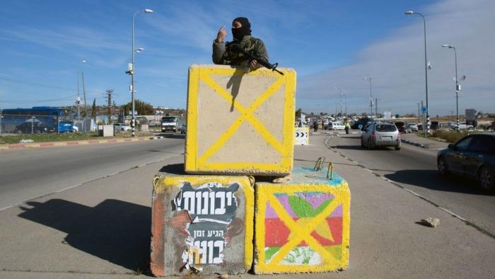 soldier-checkpoint-haaretz-sfard-article700x394