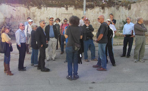 Hagit and Group in Hebron500.jpg